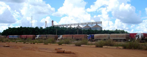 Soya trucks queuing up at the silo's in Brazil